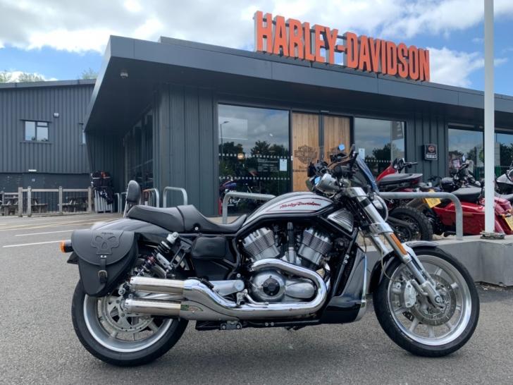Harley-Davidson V-ROD VRSCR STREET ROD