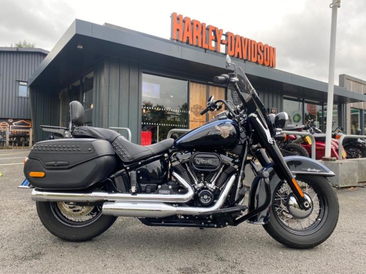 Harley-Davidson SOFTAIL FLHCS HERITAGE CLASSIC 114