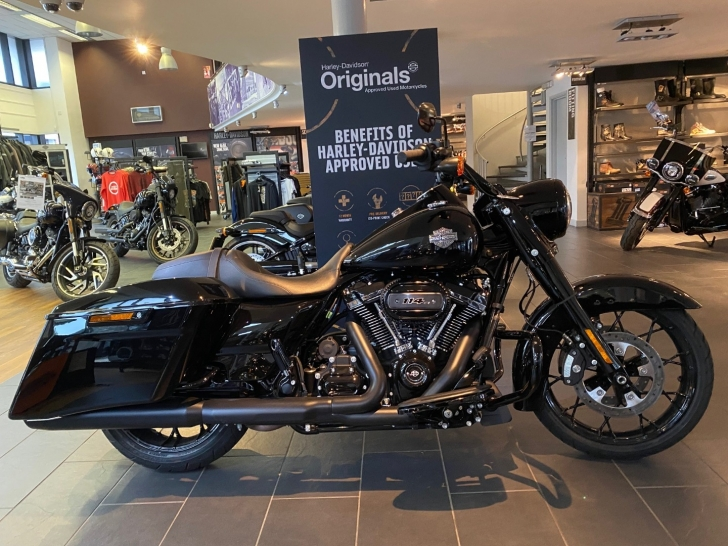 Harley-Davidson TOURING FLHRXS ROAD KING SPECIAL