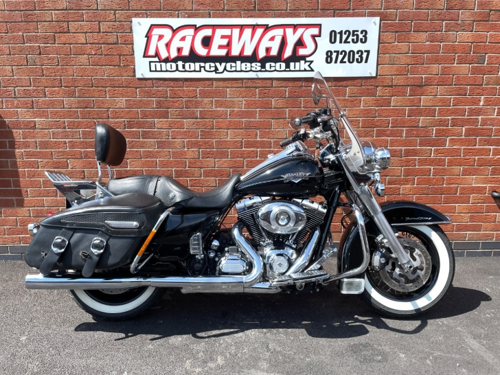 Harley-Davidson TOURING FLHRC ROAD KING CLASSIC