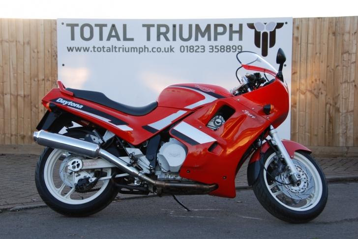 Triumph DAYTONA 750